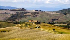 Tuscan landskap i morgonen Fotografering för Bildbyråer