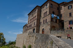 Tuscan liten by Arkivfoto