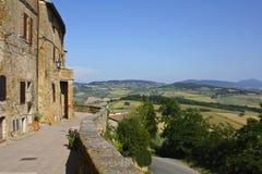 Tuscan by och landskap arkivfoto