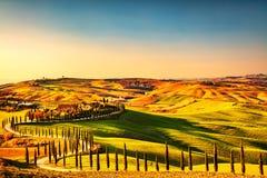 Tuscany bygdpanorama, Rolling Hills och gräsplanfält på Royaltyfri Bild