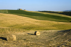 TUSCANY countryside with farms and hay-ball Royalty Free Stock Photos