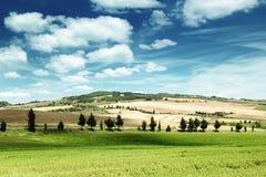 Tuscany landskap med det typiska lantgårdhuset Royaltyfri Foto