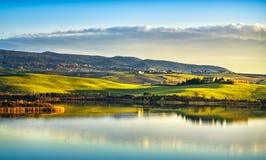 Tuscany, Santa Luka jeziorna panorama na zmierzchu, Pisa, Włochy obrazy stock