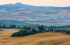 Tuscany soluppgångbygd, Italien Arkivfoton