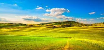 Tuscany vår, Pienza medeltida by och bygd Siena, arkivbilder