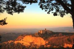 Tuscany Volterra Le Balze lantligt landskap italy royaltyfri foto