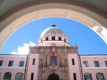 Tuscon Courthouse. The pink courthouse in Tuscon is framed by an arch royalty free stock photos