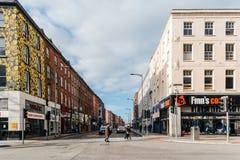 Tusen dollar ståtar gatan i centrum av kork Arkivbilder