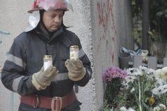 10 tusen personermarsch i tystnad för 30 döda offer i brandklubba Arkivbilder