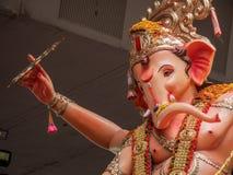 Tusentals fantaster bjöd adieu till Lord Ganesha royaltyfri bild