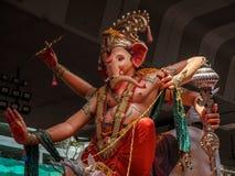 Tusentals fantaster bjöd adieu till Lord Ganesha royaltyfri fotografi
