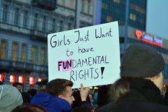 Tusentals folkprotester i Warszawa arkivfoto