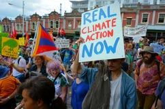 Tusentals samlar för handling på klimatförändring Royaltyfri Bild
