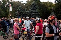 Tusentals som protesterar för cykelgränder i Bucharest Royaltyfri Foto