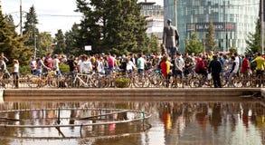 Tusentals som protesterar för cykelgränder i Bucharest Royaltyfria Bilder