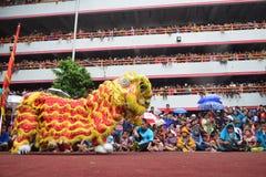 Tusentalsmedborgareklocka Lion Dance Performance Fotografering för Bildbyråer