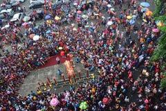 Tusentalsmedborgareklocka Lion Dance Performance Royaltyfri Bild