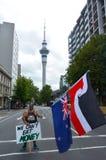 Tusentalsprotest mot TPPA i centrala Auckland Nya Zeeland Royaltyfri Bild