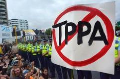 Tusentalsprotest mot TPPA i centrala Auckland Nya Zeeland Royaltyfria Foton