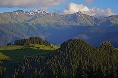 Tusheti con le montagne di Caucaso fotografia stock libera da diritti