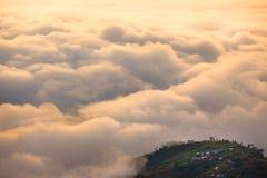 Tussen de wolken en het land Royalty-vrije Stock Fotografie