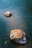 Tussen een rots en een rots Royalty-vrije Stock Foto