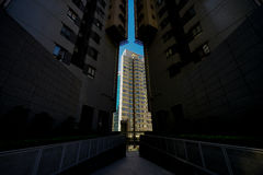 Tussen twee gebouwen Stock Afbeelding