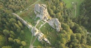 Tustanvesting - archeologisch en natuurlijk monument van nationale betekenis, populair toeristenoriëntatiepunt Urych, Karpatische stock videobeelden