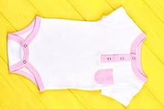 Tuta strutturata di marca della neonata Fotografie Stock Libere da Diritti