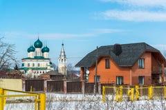 Tutaev, Россия - 28-ое марта 2016 Архитектура и общий вид городка стоковое изображение