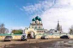 Tutaev, Rússia - 28 de março de 2016 Catedral da ressurreição em Tutaev, Rússia Ring Travel dourado Imagens de Stock