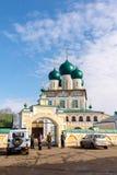 Tutaev, Rússia - 28 de março de 2016 Catedral da ressurreição em Tutaev, Rússia Ring Travel dourado Imagens de Stock Royalty Free