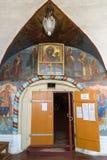 Tutaev, Russia - 28 marzo 2016 entrata alla cattedrale di Voskresensky in Tutaev, Russia Ring Travel dorato Fotografia Stock