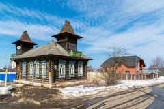 Tutaev, Russland - 28. März 2016 Architektur und allgemeine Ansicht der Stadt Stockbilder