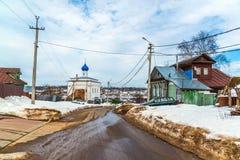 Tutaev Ryssland - mars 28, 2016 Arkitektur och allmän sikt av staden Royaltyfri Bild