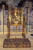 Tutankhamuns guld- biskopsstol Arkivfoton