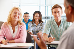 Tutor teaching class of students Royalty Free Stock Photos