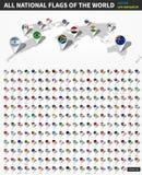 Tutte le bandiere nazionali ufficiali del mondo Perno di posizione del navigatore di GPS sulla mappa della terra di prospettiva n Fotografia Stock