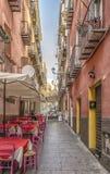 Tutte le immagini restringono la via nella vecchia città di Cagliari Sardegna Italia fotografie stock libere da diritti