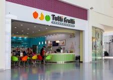 Tutti Frutti冰冻酸奶酪分支在购物中心Ambar 免版税库存照片