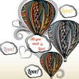 Tutto che abbiate bisogno di è amore Aerostato con l'ornamento di stile di hippy dentro Immagini Stock