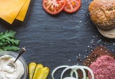 Tutto che abbiate bisogno di per un buon cheeseburger fotografia stock