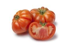 Interi e pomodori mezzi organici di Coeur de Boeuf Fotografia Stock