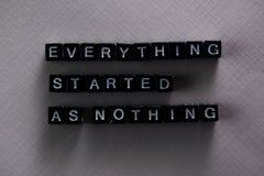Tutto ha cominciato come niente sui blocchi di legno Concetto di ispirazione e di motivazione immagine stock