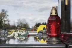 Tutto il giorno del ` dei san, un monumento con una lampada Immagine Stock