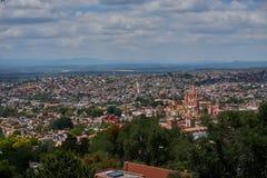 Tutto il punto di vista di San Miguel De Allende immagini stock