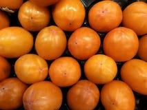 tutto maturo del cachi della frutta grande una fine su un fondo nel mercato sano royalty illustrazione gratis