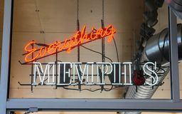 Tutto Memphis Neon Sign a Memphis Visitor Center, Memphis Tennessee Fotografie Stock