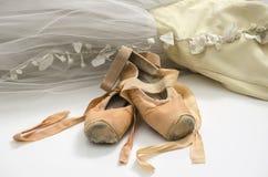 Tutu met balletschoenen royalty-vrije stock afbeelding