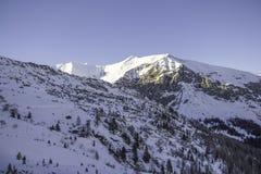 Tux, el Tyrol, Schwaz, Austria - 12 de febrero de 2015: Estación de esquí en el glaciar de Hintertux foto de archivo libre de regalías